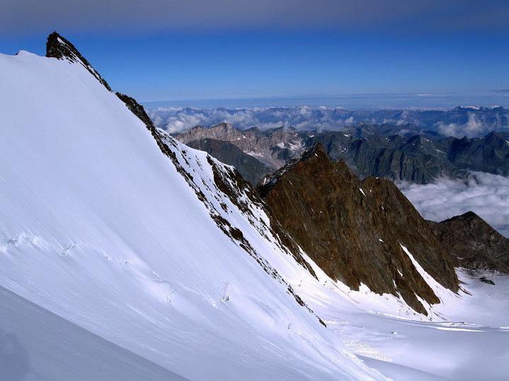 Foto: Andreas Koller / Wander Tour / In die Mischabelkette: Nadelhorn (4327 m) und Ulrichshorn (3925 m) / Stecknadelhorn (4241 m) und westliche Berner Alpen / 05.09.2009 15:40:45