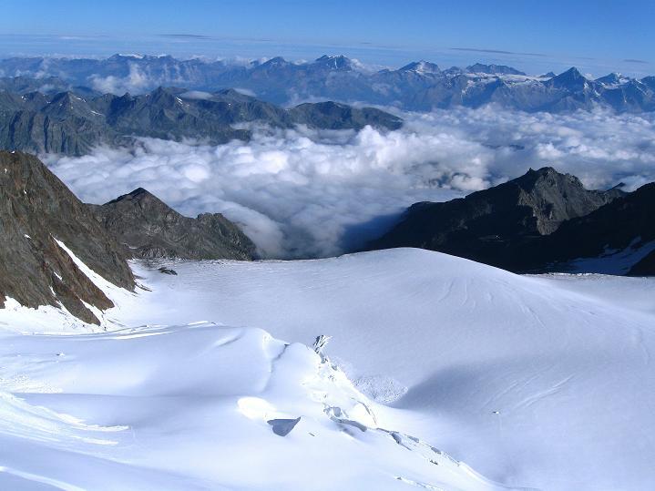 Foto: Andreas Koller / Wander Tour / In die Mischabelkette: Nadelhorn (4327 m) und Ulrichshorn (3925 m) / 05.09.2009 15:40:20