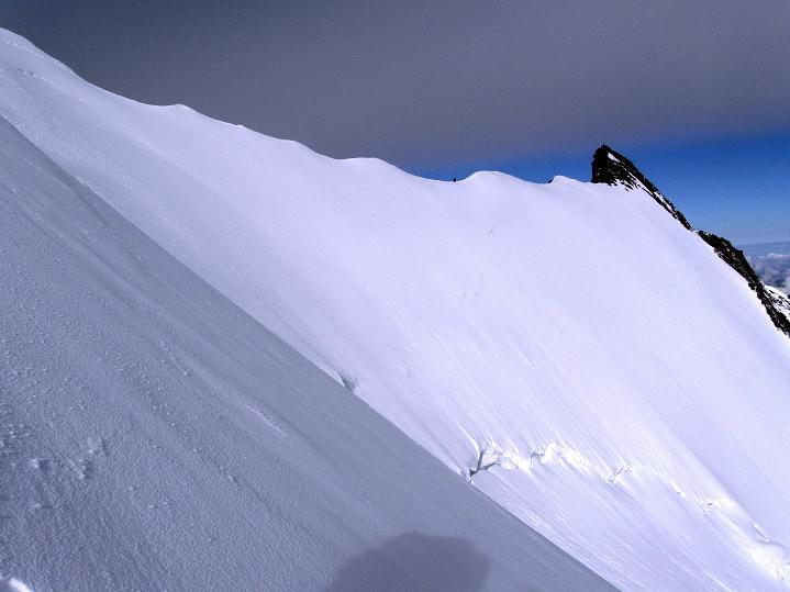 Foto: Andreas Koller / Wander Tour / In die Mischabelkette: Nadelhorn (4327 m) und Ulrichshorn (3925 m) / Verbindungsgrat zum Stecknadelhorn (4241 m) / 05.09.2009 15:39:49