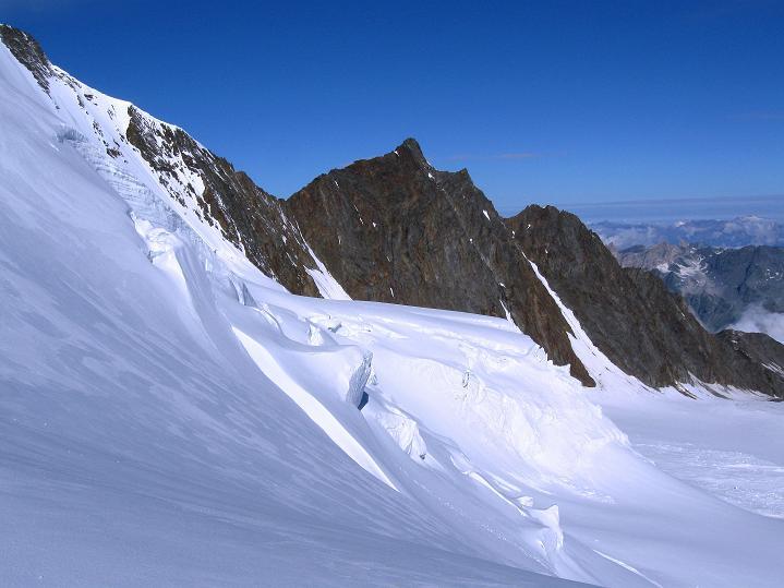 Foto: Andreas Koller / Wander Tour / In die Mischabelkette: Nadelhorn (4327 m) und Ulrichshorn (3925 m) / 05.09.2009 15:38:42