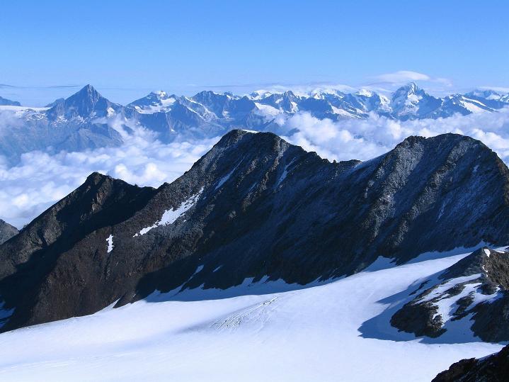 Foto: Andreas Koller / Wander Tour / In die Mischabelkette: Nadelhorn (4327 m) und Ulrichshorn (3925 m) / 05.09.2009 15:38:28