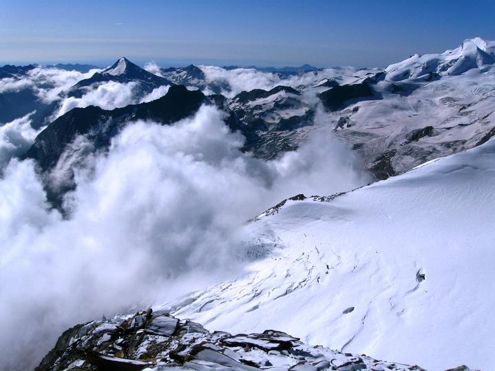 Foto: Andreas Koller / Wander Tour / In die Mischabelkette: Nadelhorn (4327 m) und Ulrichshorn (3925 m) / 05.09.2009 15:38:21