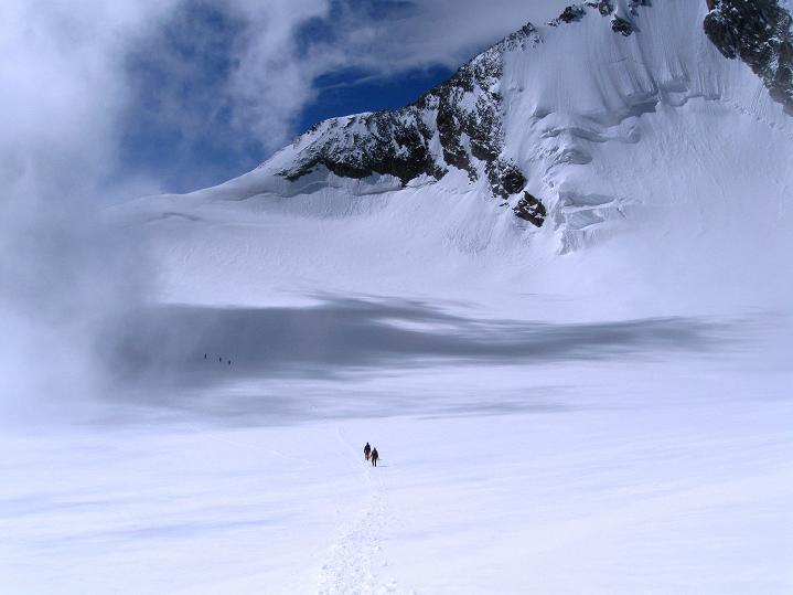 Foto: Andreas Koller / Wander Tour / In die Mischabelkette: Nadelhorn (4327 m) und Ulrichshorn (3925 m) / Am Hohbalmgletscher / 05.09.2009 15:34:23