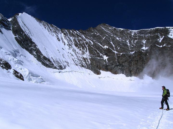 Foto: Andreas Koller / Wander Tour / In die Mischabelkette: Nadelhorn (4327 m) und Ulrichshorn (3925 m) / Lenzspitze (4294 m) und Nadelhorn  / 05.09.2009 15:33:37