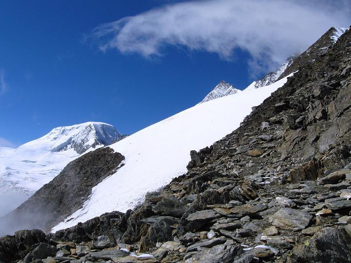 Foto: Andreas Koller / Wander Tour / In die Mischabelkette: Nadelhorn (4327 m) und Ulrichshorn (3925 m) / Alphubel (4206 m) und Täschhorn (4491 m) / 05.09.2009 15:14:49