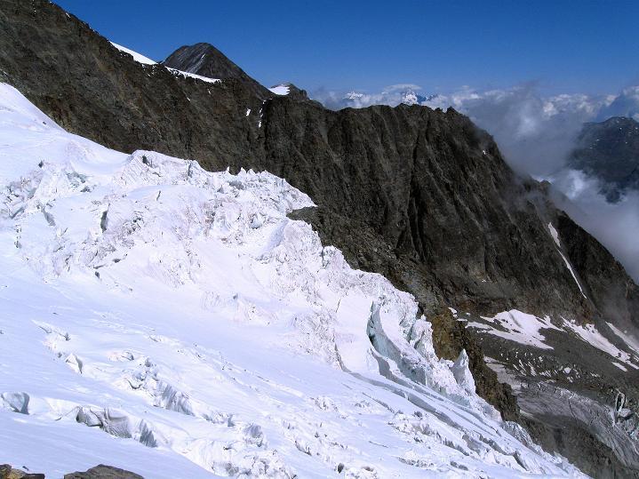 Foto: Andreas Koller / Wander Tour / In die Mischabelkette: Nadelhorn (4327 m) und Ulrichshorn (3925 m) / 05.09.2009 15:14:25