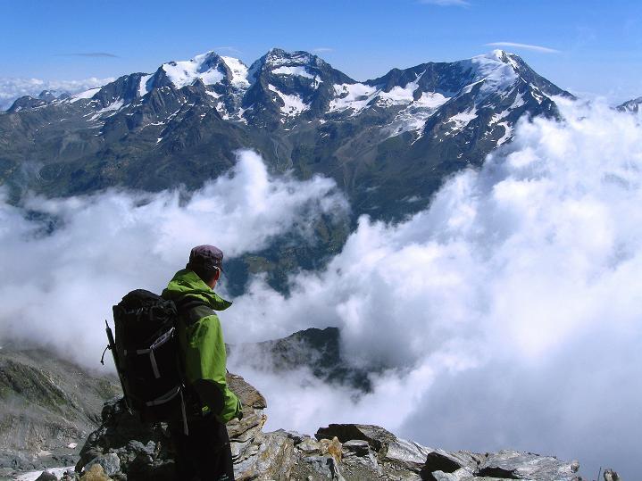 Foto: Andreas Koller / Wander Tour / In die Mischabelkette: Nadelhorn (4327 m) und Ulrichshorn (3925 m) / 05.09.2009 15:14:15