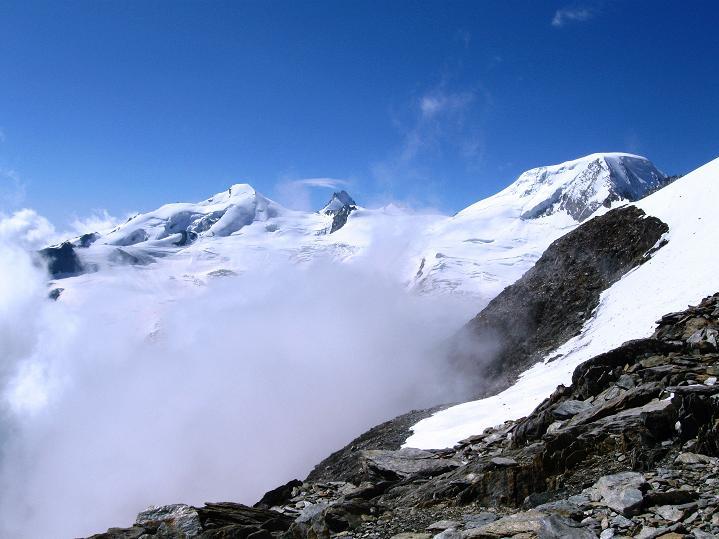 Foto: Andreas Koller / Wander Tour / In die Mischabelkette: Nadelhorn (4327 m) und Ulrichshorn (3925 m) / Allalinhorn (4027 m), Rimpfischhorn (4199 m), Alphubel (4206 m) / 05.09.2009 15:14:03