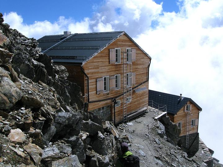 Foto: Andreas Koller / Wander Tour / In die Mischabelkette: Nadelhorn (4327 m) und Ulrichshorn (3925 m) / Zurück bei den Mischabelhütten / 05.09.2009 15:12:42