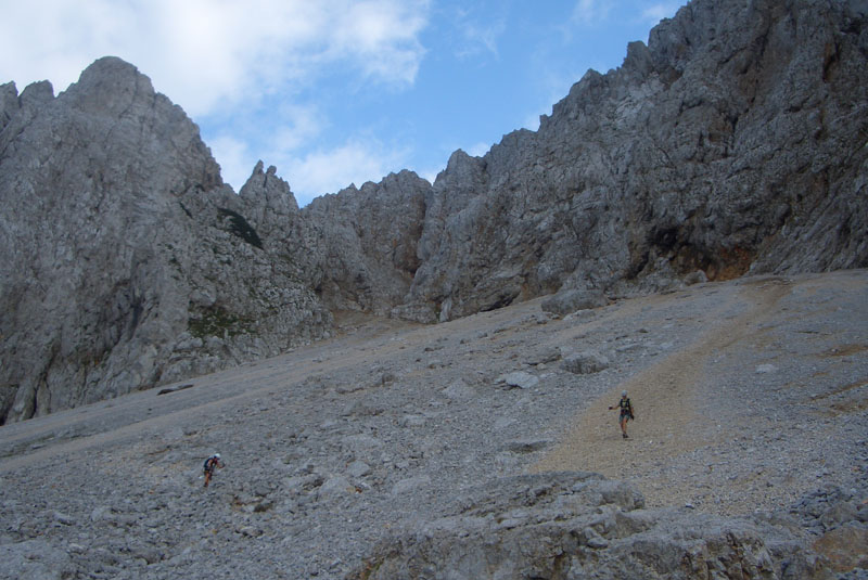 Foto: scouty_caro / Klettersteig Tour / Lärchenturm / Abstieg - Geröllfeld nach dem ÖTK-Steig / 31.08.2009 21:47:06