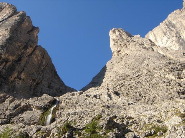 Foto: Manfred Karl / Kletter Tour / Östlicher Mur de Pisciadu, NO-Pfeiler, Via della Chiesa / Blick zum Pisciadu Klettersteig / 31.08.2009 23:18:23
