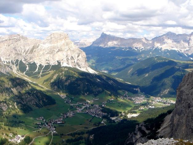 Foto: Manfred Karl / Kletter Tour / Östlicher Mur de Pisciadu, NO-Pfeiler, Via della Chiesa / Blick über Colfuschg / 31.08.2009 23:12:49