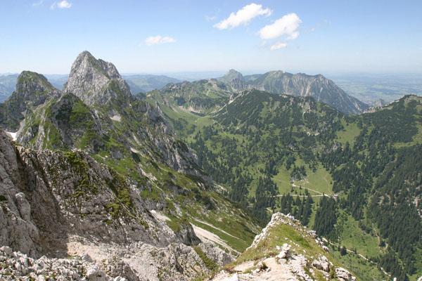 Foto: Christian Schickmayr / Wander Tour / Tannheimer Berge Überschreitung (3-Tagestour) / Blick von der Kellespitze Richtung Nordwest / 03.09.2009 17:17:29