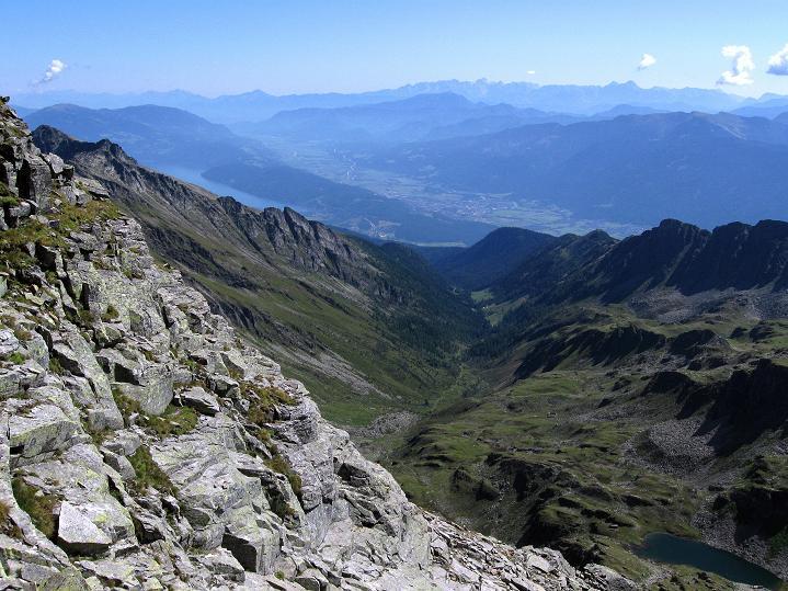 Foto: Andreas Koller / Klettersteig Tour / Bella Vista Klettersteig auf die Hohe Leier (2774 m) / Tiefblick auf den Millstättersee / 06.09.2009 23:19:58