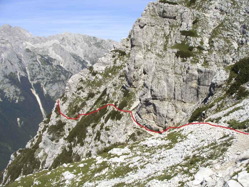 Foto: Datzi / Wander Tour / 4-Tages Biwakrundtour in den Julischen Alpen mit 3.Gipfelanstiegen (Triglav-Razor-Skrlatica) mit Klettersteig C-D / Ausstieg vom Tominsekweg in die Hochebene  / 04.09.2009 18:20:04