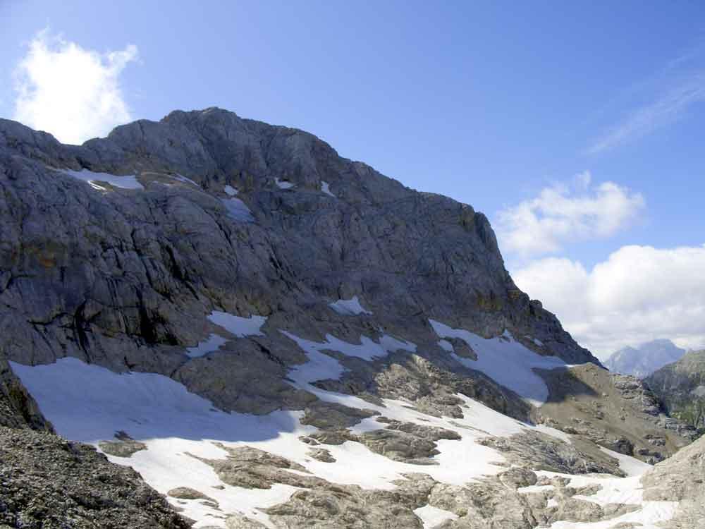 Foto: Datzi / Wander Tour / 4-Tages Biwakrundtour in den Julischen Alpen mit 3.Gipfelanstiegen (Triglav-Razor-Skrlatica) mit Klettersteig C-D / Die Hochebene mit der Schneefeldern / 04.09.2009 18:20:50