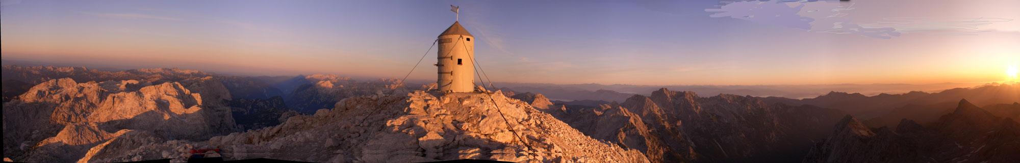 Foto: Datzi / Wander Tour / 4-Tages Biwakrundtour in den Julischen Alpen mit 3.Gipfelanstiegen (Triglav-Razor-Skrlatica) mit Klettersteig C-D / Panoramafoto vom Triglav / 04.09.2009 18:28:05