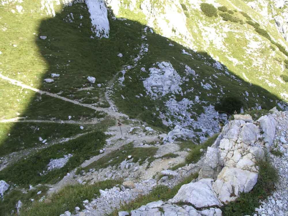 Foto: Datzi / Wander Tour / 4-Tages Biwakrundtour in den Julischen Alpen mit 3.Gipfelanstiegen (Triglav-Razor-Skrlatica) mit Klettersteig C-D / Luknja Scharte  / 04.09.2009 18:35:34