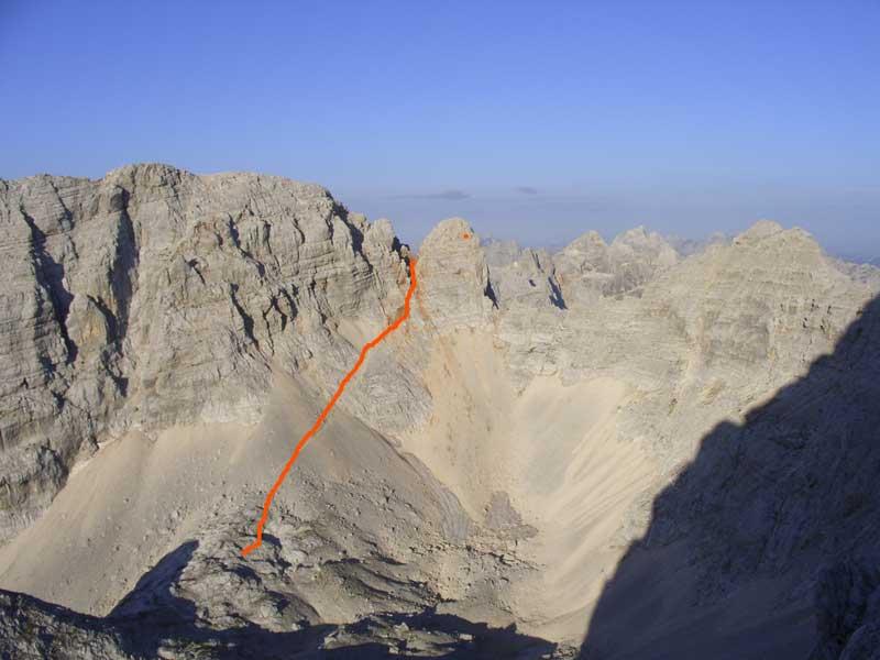 Foto: Datzi / Wander Tour / 4-Tages Biwakrundtour in den Julischen Alpen mit 3.Gipfelanstiegen (Triglav-Razor-Skrlatica) mit Klettersteig C-D / Der Abstieg vom Dolkova spica Übergang ( Steil abfallend ) / 05.09.2009 09:48:03