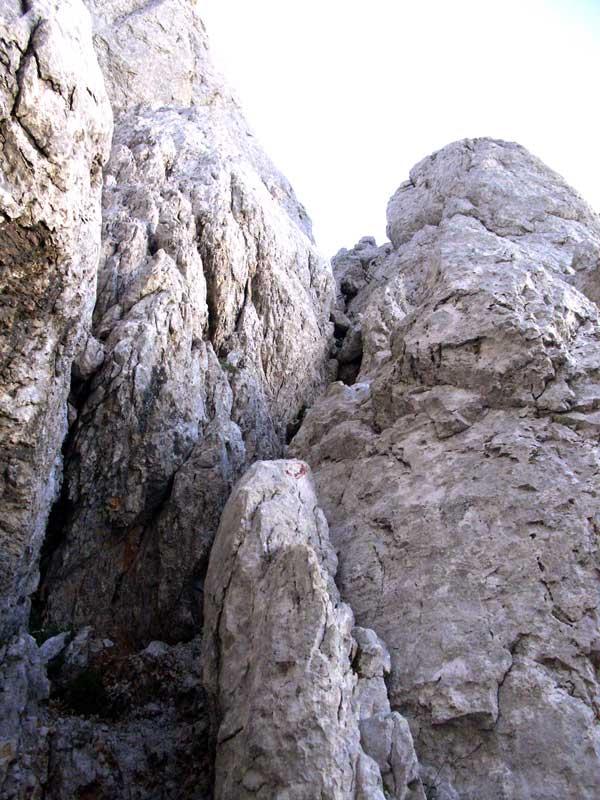 Foto: Datzi / Wander Tour / 4-Tages Biwakrundtour in den Julischen Alpen mit 3.Gipfelanstiegen (Triglav-Razor-Skrlatica) mit Klettersteig C-D / Der gut gesicherte Steig zum Skrlatica  / 05.09.2009 09:51:24