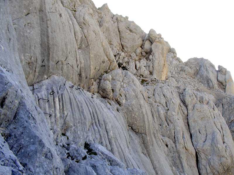 Foto: Datzi / Wander Tour / 4-Tages Biwakrundtour in den Julischen Alpen mit 3.Gipfelanstiegen (Triglav-Razor-Skrlatica) mit Klettersteig C-D / Der gut gesicherte Steig zum Skrlatica  / 05.09.2009 09:51:33