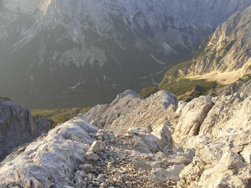 Foto: Datzi / Wander Tour / 4-Tages Biwakrundtour in den Julischen Alpen mit 3.Gipfelanstiegen (Triglav-Razor-Skrlatica) mit Klettersteig C-D / Der Aufstieg am Süd Ost Kamm / 05.09.2009 09:52:26
