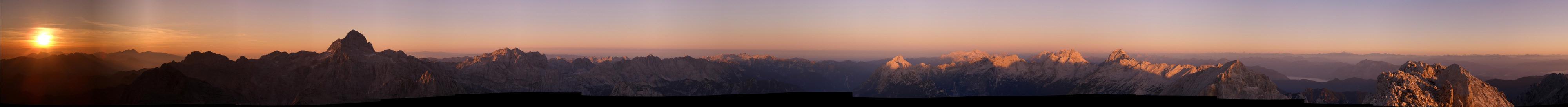 Foto: Datzi / Wander Tour / 4-Tages Biwakrundtour in den Julischen Alpen mit 3.Gipfelanstiegen (Triglav-Razor-Skrlatica) mit Klettersteig C-D / Sonnenaufgang am Razor / 05.09.2009 09:19:59