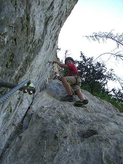 Foto: Thomas Neuner / Klettersteig Tour / Angy Eiter Route / auf gut gesichertem Steig bis zur Aussichtsplattform 'Adlerhorst' / 09.09.2009 08:40:30