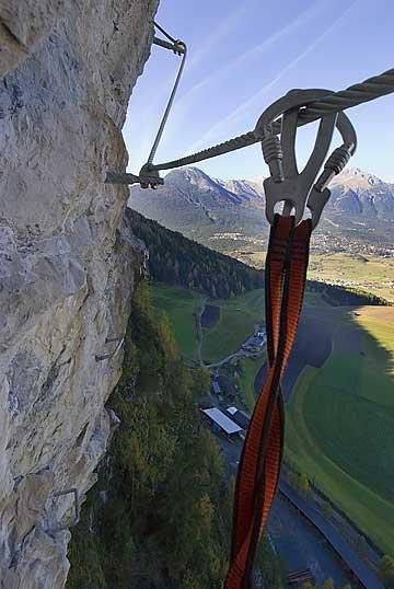 Foto: Thomas Neuner / Klettersteig Tour / Angy Eiter Route / Auch hier ist Sicherheit oberstes Gebot. / 09.09.2009 08:38:30
