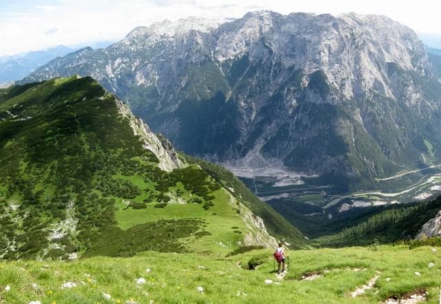 Foto: Wolfgang Lauschensky / Wander Tour / Tristkopf vom Bluntautal aus / Abstieg zum Hochtor - Blick zum Tennengebirge / 11.09.2009 17:43:10