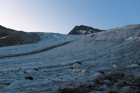 Foto: Thomas Paschinger / Wander Tour / Hintere Schwärze, Marzellspitzen, Similaun und Finailspitze / am Ausläufer des Marzellferners (ca.2800m) / 13.09.2009 15:08:15