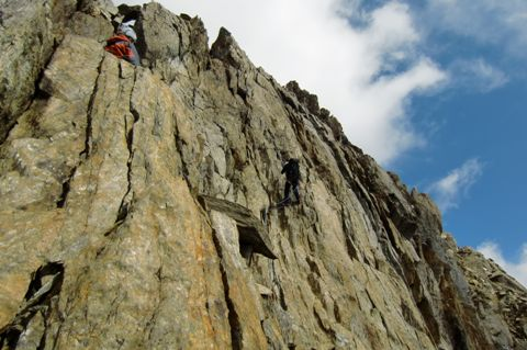 Foto: Thomas Paschinger / Wander Tour / Hintere Schwärze, Marzellspitzen, Similaun und Finailspitze / abseilen über die IV-Stelle / 13.09.2009 15:14:49