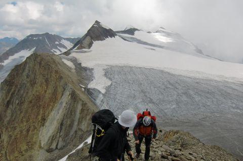 Foto: Thomas Paschinger / Wander Tour / Hintere Schwärze, Marzellspitzen, Similaun und Finailspitze / über alle diese Gipfel führt unser Weg / 13.09.2009 15:18:58