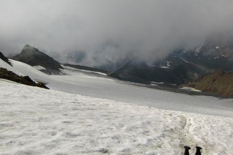 Foto: Thomas Paschinger / Wander Tour / Hintere Schwärze, Marzellspitzen, Similaun und Finailspitze / über den Niederjochferner Richtung Similaunhütte / 13.09.2009 15:20:18
