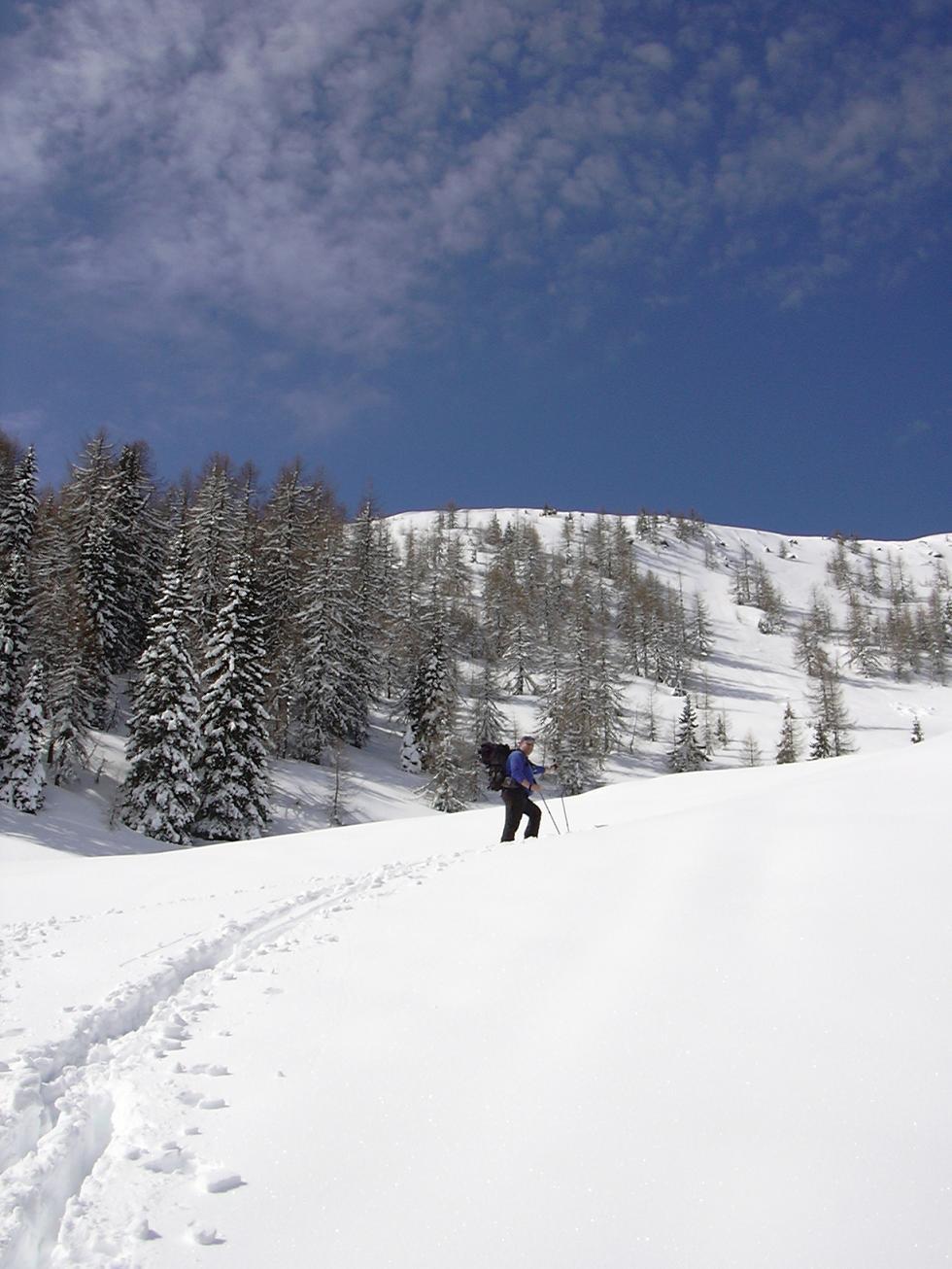 Foto: Snowfire / Ski Tour / Schönwipfel (1913m) / Vor dem Sattel  links sieht man den Monte Cocco / 16.09.2009 12:39:28