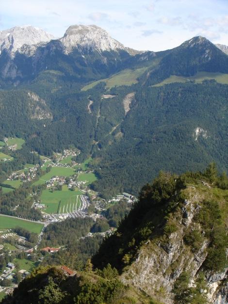 Foto: Manfred Karl / Klettersteig Tour / Grünstein Klettersteig / Zwei Rastbänke am Grat laden im oberen Teil zum Genießen der Aussicht ein / 17.09.2009 20:05:28