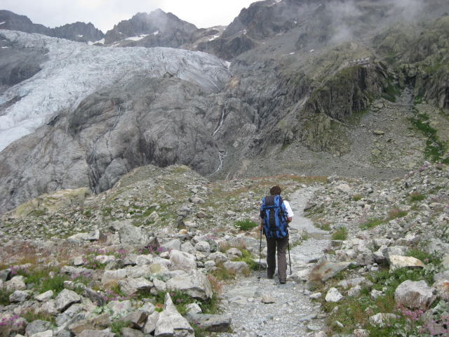 Foto: Wolfgang Lauschensky / Wander Tour / Dom de Neige des Ecrins 4015m / Das Refuge du Glacier blanc liegt getarnt rechts oben / 17.09.2009 21:35:28