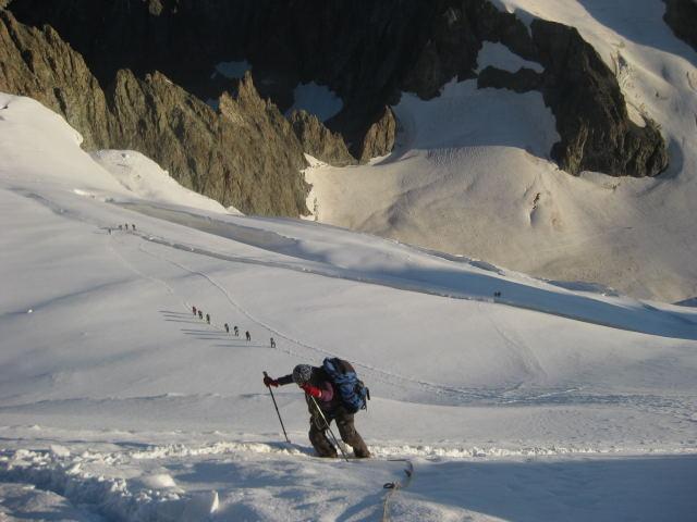 Foto: Wolfgang Lauschensky / Wander Tour / Dom de Neige des Ecrins 4015m / lange Querspalten sind zu umgehen / 17.09.2009 21:33:49