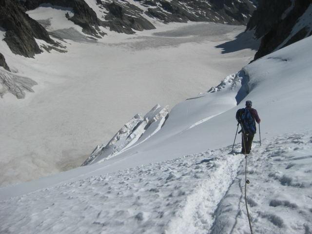 Foto: Wolfgang Lauschensky / Wander Tour / Dom de Neige des Ecrins 4015m / Glacier blanc - Refuge des Ecrins im Hintergrund  / 17.09.2009 21:32:28