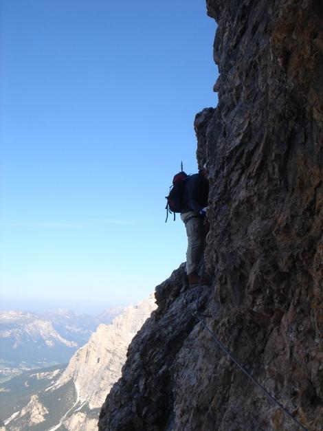 Foto: Manfred Karl / Klettersteig Tour / Tomaselli Klettersteig (Via ferrata Cesco Tomaselli) / Die berühmte und fotogene Querung nach dem Einstieg - leider zu spät abgedrückt ;-) / 17.09.2009 22:21:48