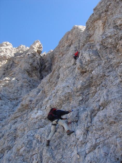 Foto: Manfred Karl / Klettersteig Tour / Tomaselli Klettersteig (Via ferrata Cesco Tomaselli) / Gegen den Gipfel zu wird es immer steiler / 17.09.2009 22:18:48