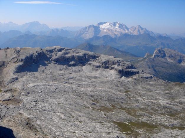 Foto: Manfred Karl / Klettersteig Tour / Tomaselli Klettersteig (Via ferrata Cesco Tomaselli) / Alpe di Lagazuoi, rechts im Hintergrund Marmolada / 17.09.2009 22:16:10