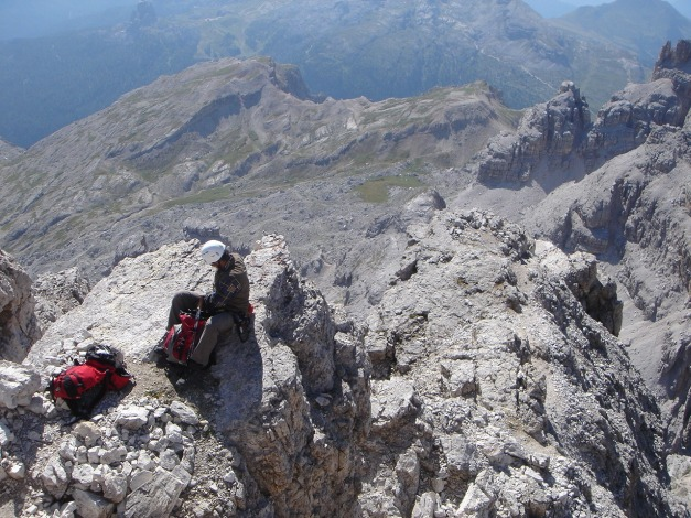 Foto: Manfred Karl / Klettersteig Tour / Tomaselli Klettersteig (Via ferrata Cesco Tomaselli) / Rast am Gipfelgrat / 17.09.2009 22:15:22
