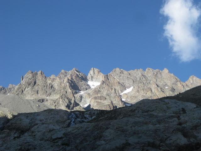 Foto: Wolfgang Lauschensky / Wander Tour / Montagne des Agneaux 3664m / Blick auf Montage des Agneaux kurz unterhalb des Refuge du Glacier blanc / 18.09.2009 01:04:35