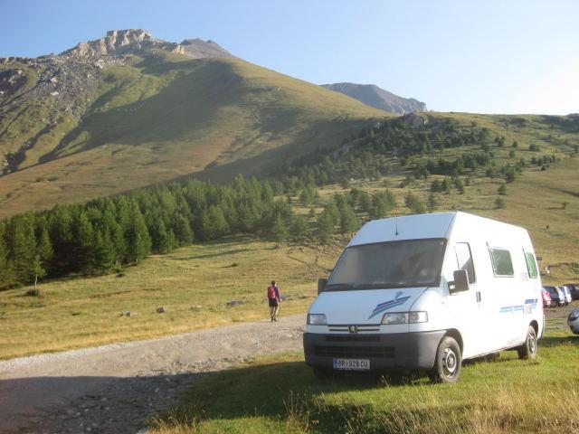 Foto: Wolfgang Lauschensky / Wander Tour / Rocciamelone 3538m / La Riposa. Auf dem Felsen thront das Rifugio Ca d'Asti / 18.09.2009 18:51:36