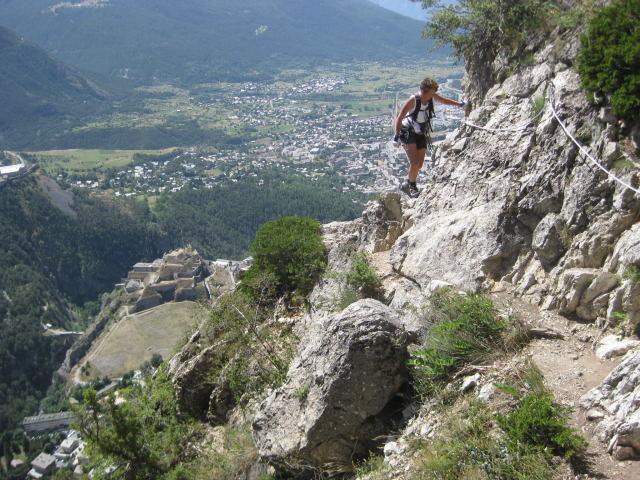 Foto: Wolfgang Lauschensky / Klettersteig Tour / Croix de Toulouse / kurze Querungen zwischen den Pfeilern / 18.09.2009 22:47:19