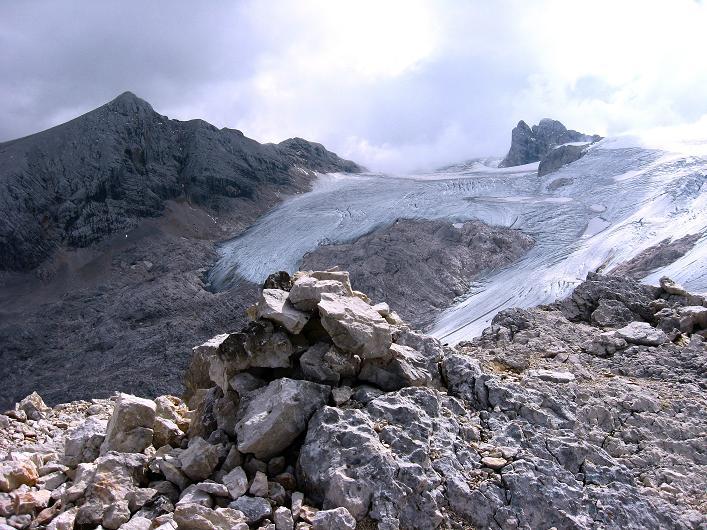 Foto: Andreas Koller / Klettersteig Tour / Monisteig am Schöberl (2426m) / Am Schöberl mit Blick zum Hallstätter Gletscher und auf den Dachstein (2996 m) / 25.09.2009 23:57:38