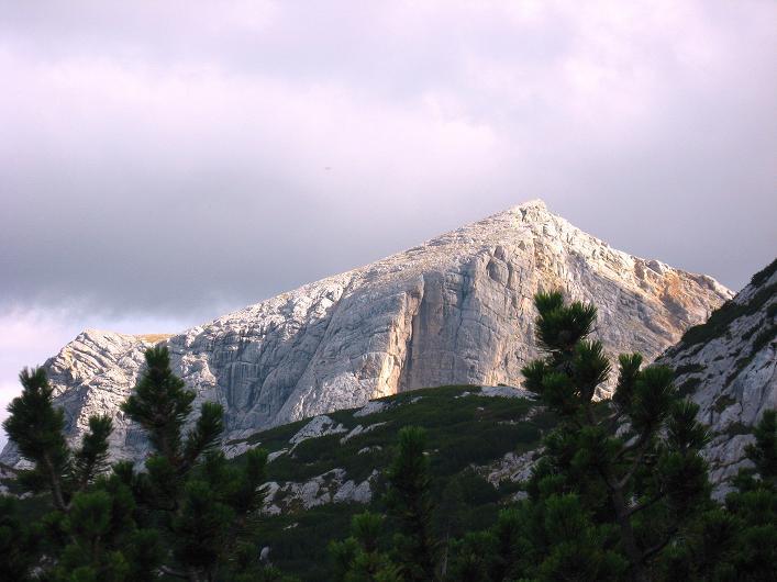Foto: Andreas Koller / Klettersteig Tour / Monisteig am Schöberl (2426m) / Stimmungsvolles Licht über dem Taubenkogel (2301 m) / 25.09.2009 23:52:02