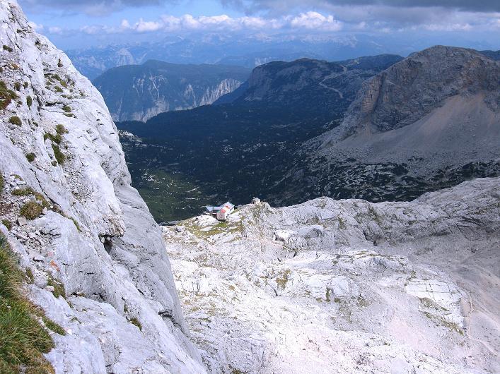 Foto: Andreas Koller / Klettersteig Tour / Via Steinbock am Schöberl (2426m) / Tiefblick zur Simonyhütte / 26.09.2009 00:17:11
