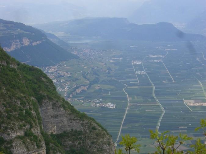 Foto: winsch / Klettersteig Tour / Fennberg Klettersteig / Ausstiegsblick in das Etschtal zum Kalterersee / 21.09.2009 18:29:58